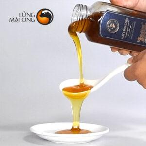 hình ảnh rót mật của mật ong Honimore Cha Rồng