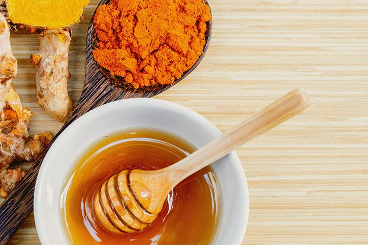 mật ong kết hợp với nghệ trị đau dạ dày
