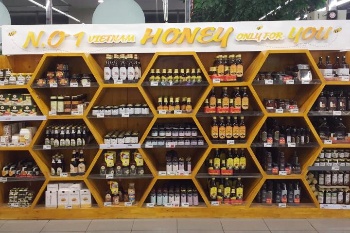 Mật ong chín Honimore bầy bán ở Hệ thống Siêu thị Lotte