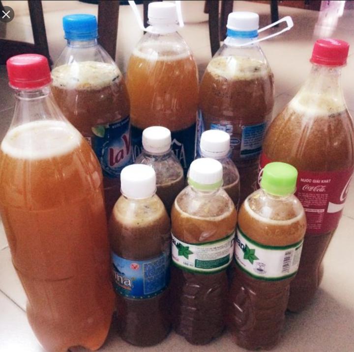 Mật ong đựng trong chai nước
