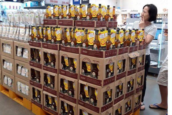 Mật ong chín Honimore ở siêu thị đang được người tiêu dùng lựa chọn